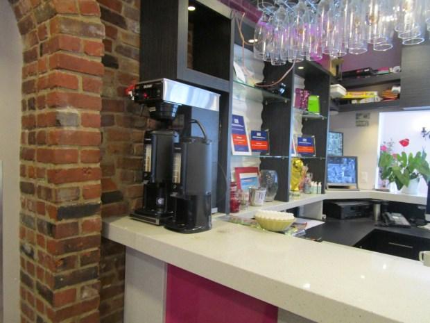 Free tea and coffee. M Hostel Montreal. Photo Rachel Levine