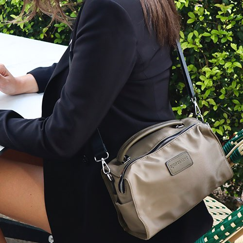 office look con bandolera nylon khaki
