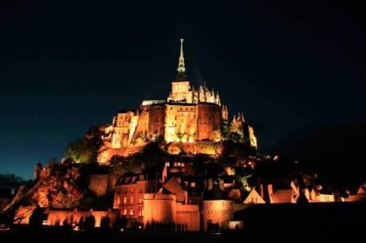 Le Mont-Saint-Michel la nuit