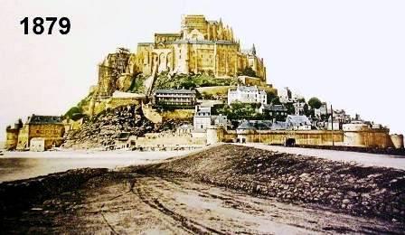 """"""" Mont Saint Michel arrivee de la digue route sur les remparts"""""""