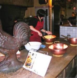 Mère Poulard préparation omelette Mont-Saint-Michel