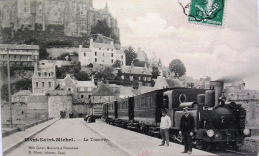 Le train arrive au Mont-Saint-Michel