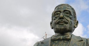 Director DNI lamenta burlas busto Duarte