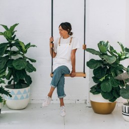 Who says you can't swing when you're an adult?! Imagine having a swing in your kitchen, backyard or even your lounge - I'm keen! http://www.copperandpink.com