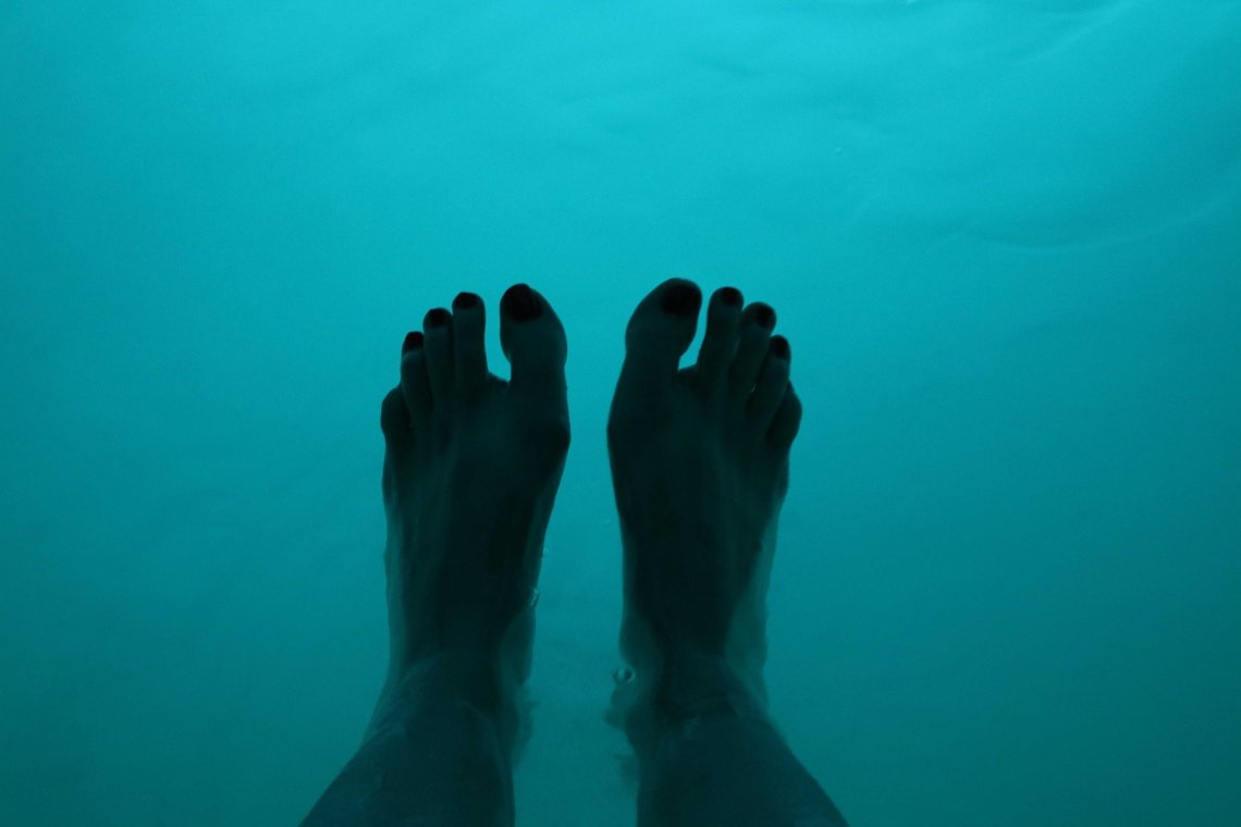 sensory deprivation tank feet first