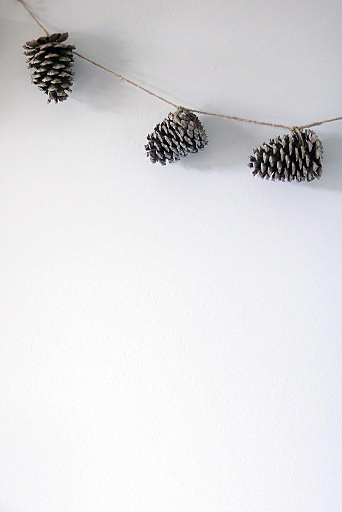 Natural, DIY pinecone garland.