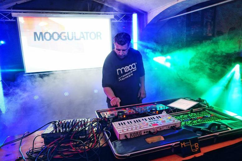 Moogulator EA2018
