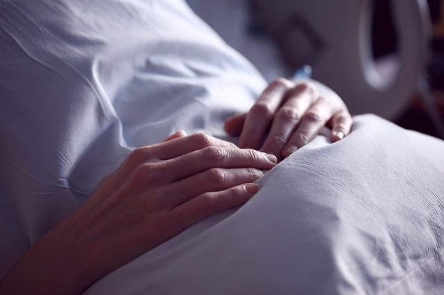 vrouw ziekenhuis na curettage na miskraam