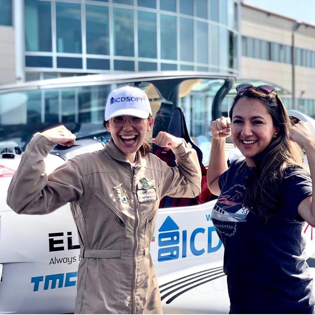 Zara Rutherford con Shaesta Waiz, la actual record mundial Guiness en ser la mujer mas joven en circunvolar el mundo sola. Ella tenía 30 años cuando lo consiguió.