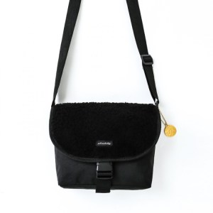 earth music&ecology SHOULDER BAG BOOK BLACK