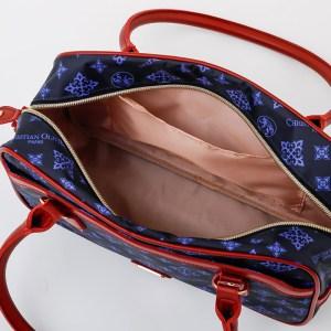 2021年4月発売クリスチャンオリビエパリのムック本付録ネイビー色のバッグ