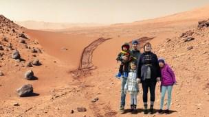 Kanskje ikke helt godt kledd for planaten Mars?