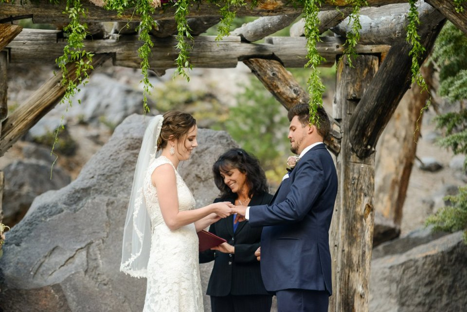 43-tamarack-lodge-forest-chapel-wedding-photographer