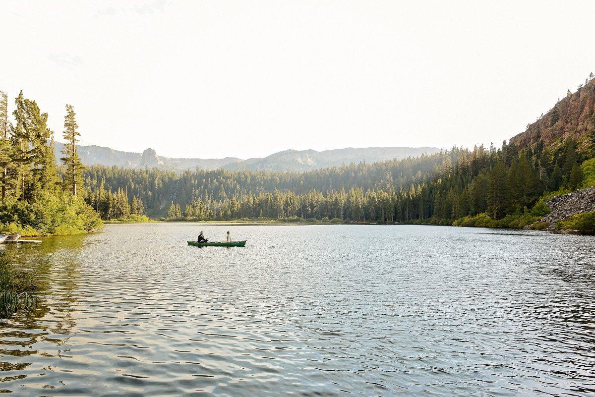 50-tamarack-lodge-twin-lakes-mammoth-wedding-photographer-canoe