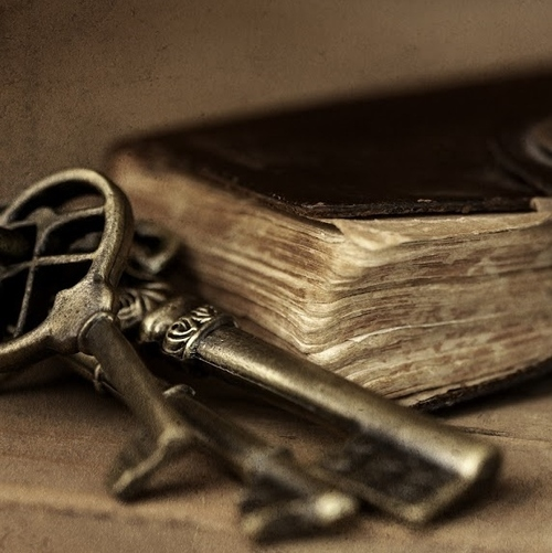 OLD KEYS & OLD BOOKjpg