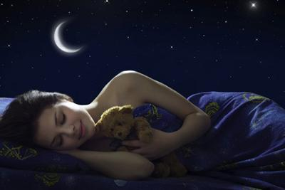 HOW THE FULL MOON INFLUENCES YOUR SLEEP