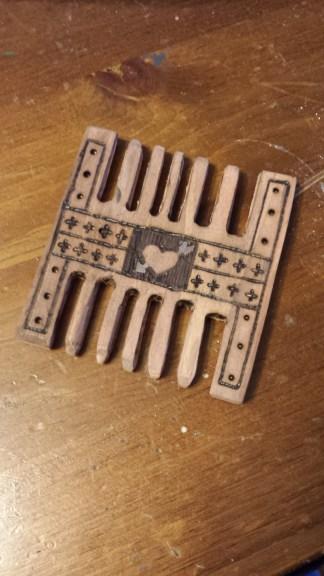Medieval H Comb