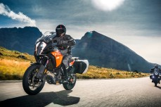 ktm-1290-super-adventure-s_action