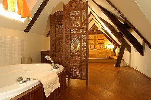 fotografia decoracion atico usado como dormitorio cuarto baño