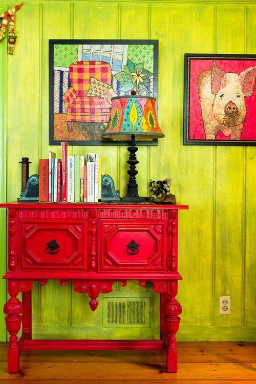 estilo kitsch recibidor rojo