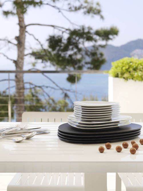 detalle platos negros casa mar