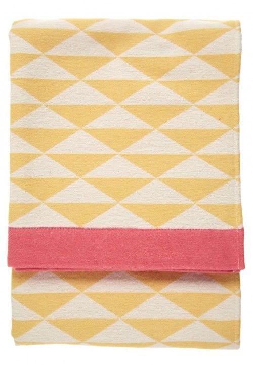 Manta triangulos amarillos y rosa