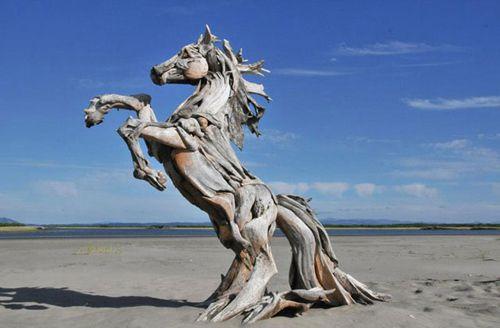 Escultura de madera caballo