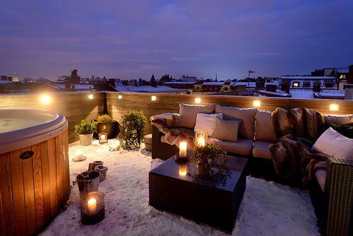Terraza iluminada con suelo nevado