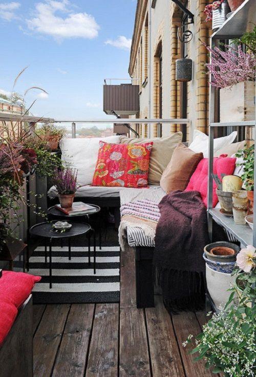 Terraza decorada con flores