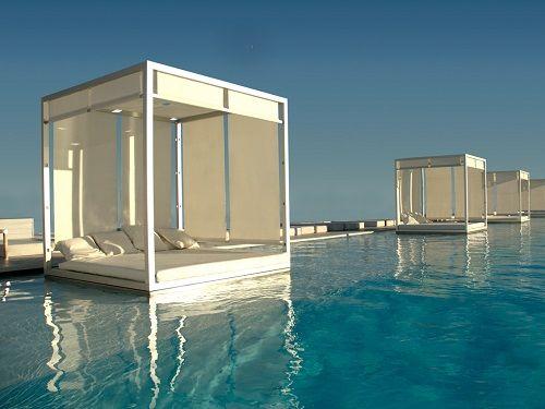 Camas flotantes sobre la piscina