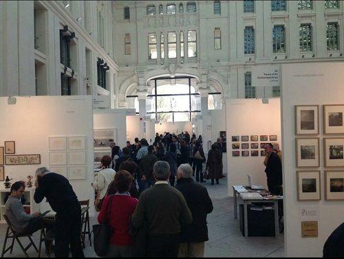 Interior de Casa Arte con los expositores