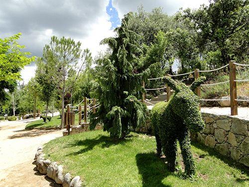 burro escultura vegetal el bosque encantado parque museo botanico madrid