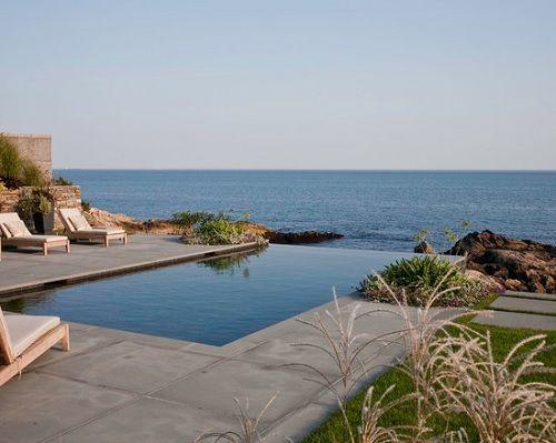 piscina desbordante fusionada con el mar