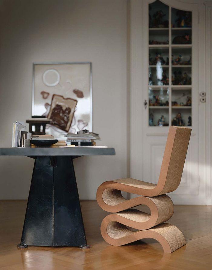 silla wiggle side chair disenada por el arquitecto frank ghery curvas en carton muebles madera silla