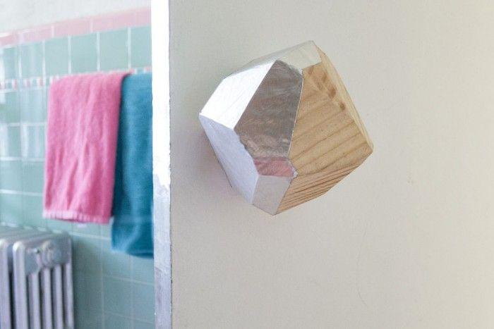 Idea DIY, un pomo de madera geométrico con caras metálicas paso a paso