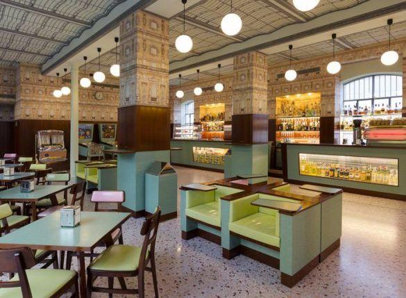 Bar Luce en la Fundacion Prada de Milan decorado por wes anderson director de cine colores pastel retro 2