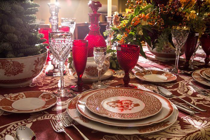 mesa navidad decorada con porcelana y vajilla cristal decorador