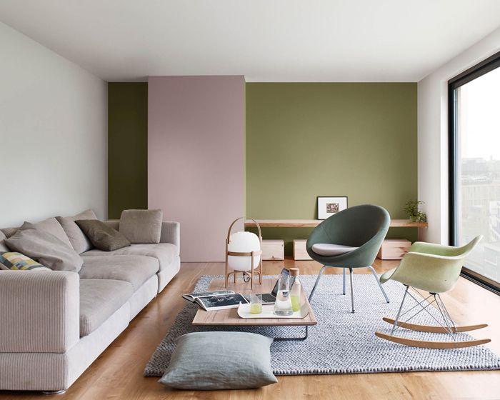 salon verde y palo de rosa, sillas, sofá, cojines
