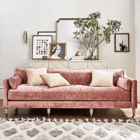 sofa rosa vintage con espejo