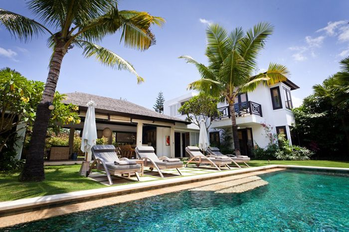 jardin con piscina de lujo bali
