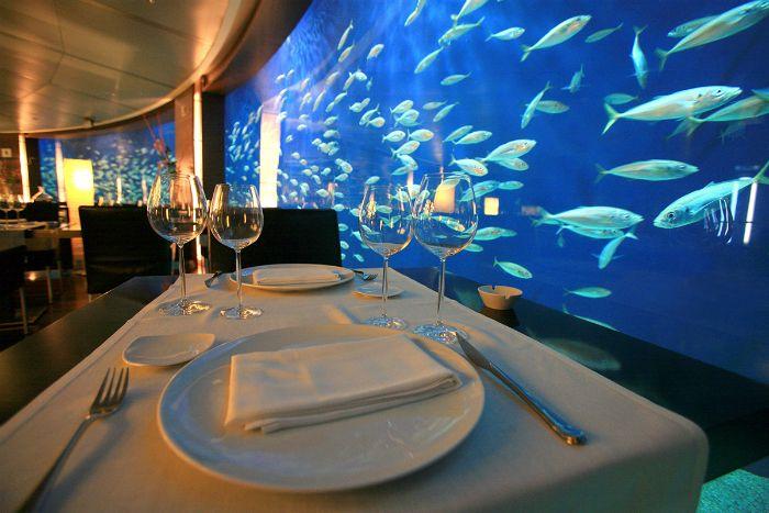 mesa peces cristalera