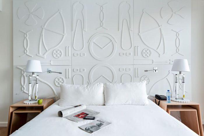 room mate aitana pared blanca con relieve