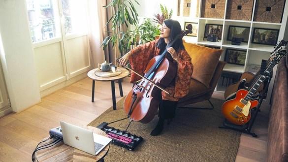 musica tocando violoncello