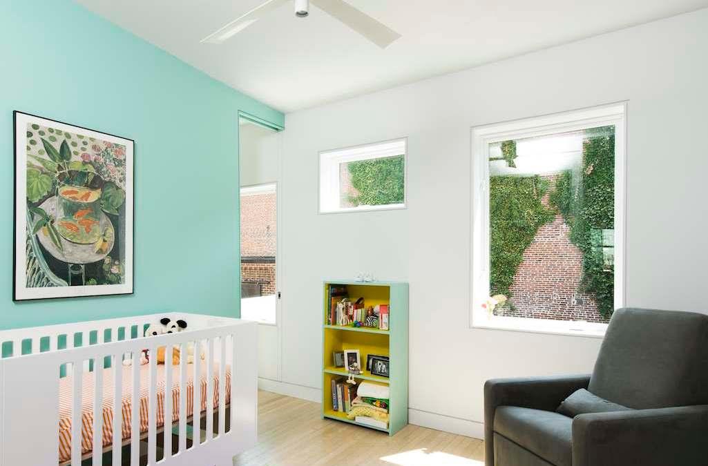 Ventiladores de techo en la habitación de los niños y bebés