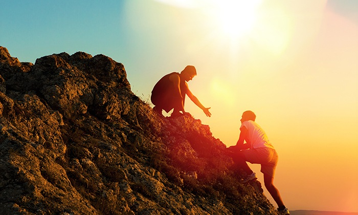 aventura en montaña pareja