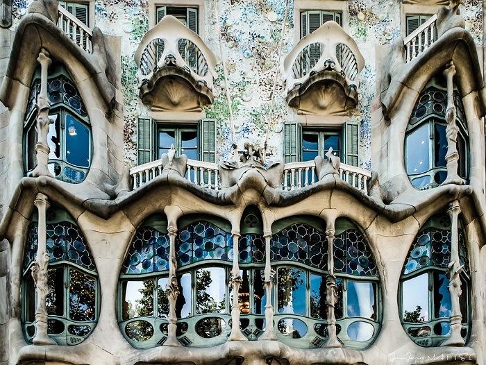casa milla ventanas, Antonio Gaudí, el maestro del modernismo catalán