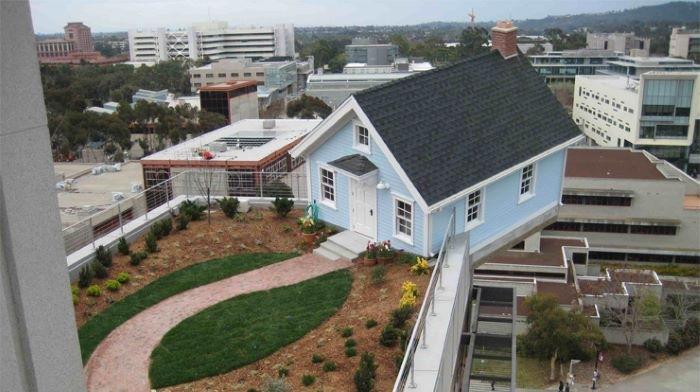 Casa colgada de San Diego con jardín