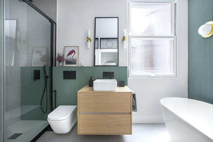 baño turquesa mueble bajolavabo color madera