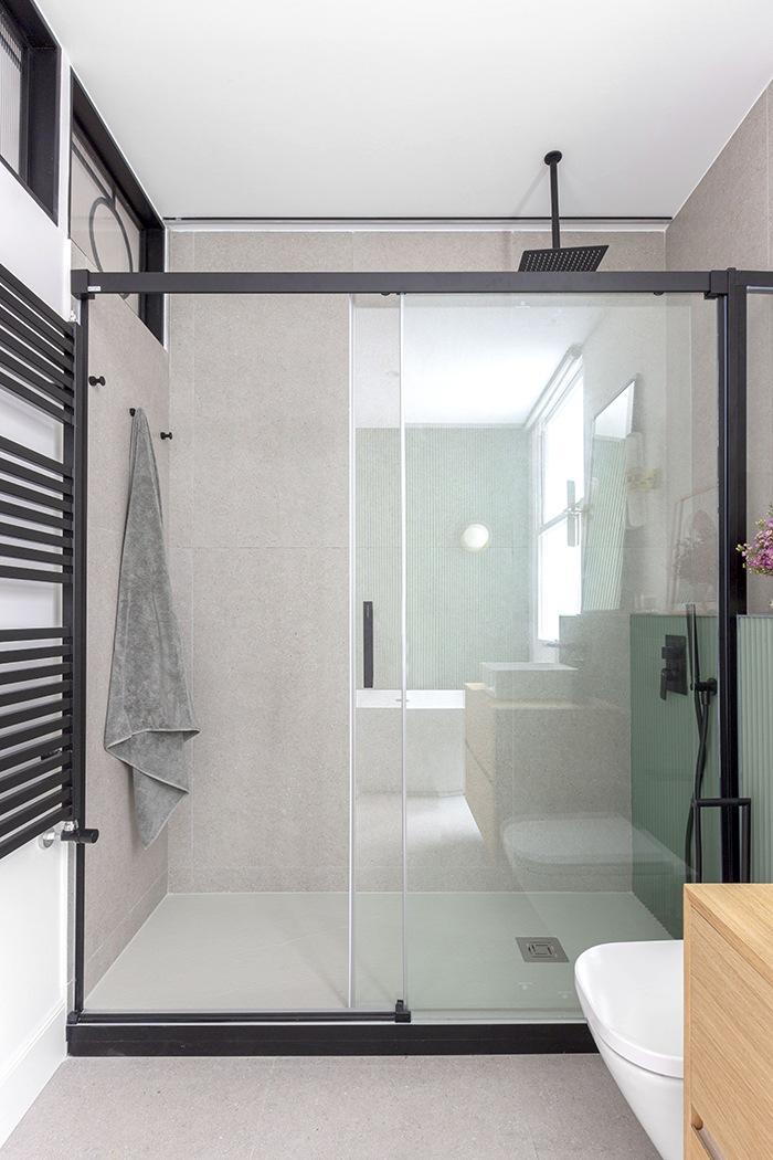 baño moderno turquesa y negro