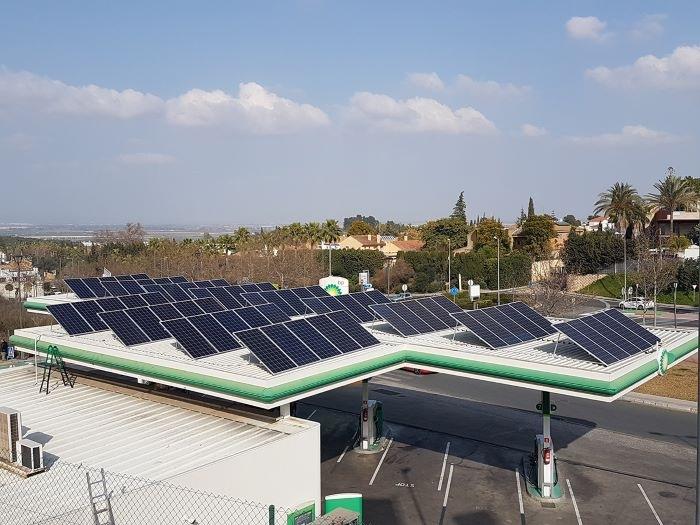 placas solares en gasolinera